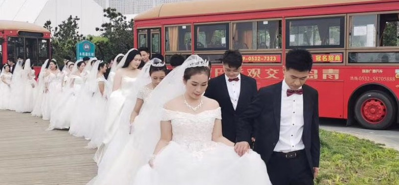 Witnessing the wedding of 27 couples   Yinlong Dangdang cars set out for love